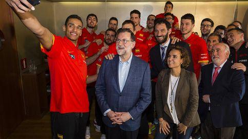 Tú eres de Chantada. El 'selfie' de Rajoy con la selección masculina de baloncesto
