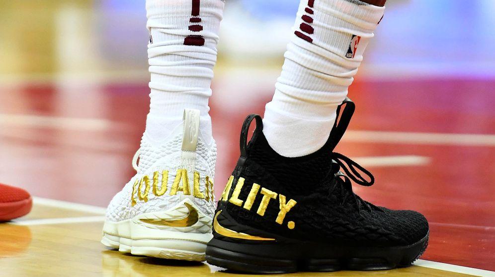 Foto: Las botas que utilizó LeBron James para enfrentarse a los Washington Wizards. (Reuters)