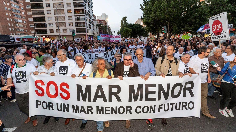 Protesta ciudadana en defensa del humedal. (EFE)