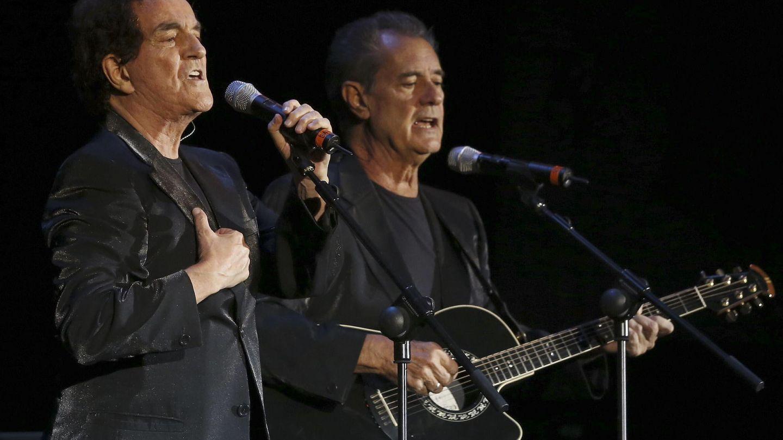 Los componentes del Dúo Dinámico, Manuel de la Calva y Ramón Arcusa, en un concierto en Madrid. (EFE)