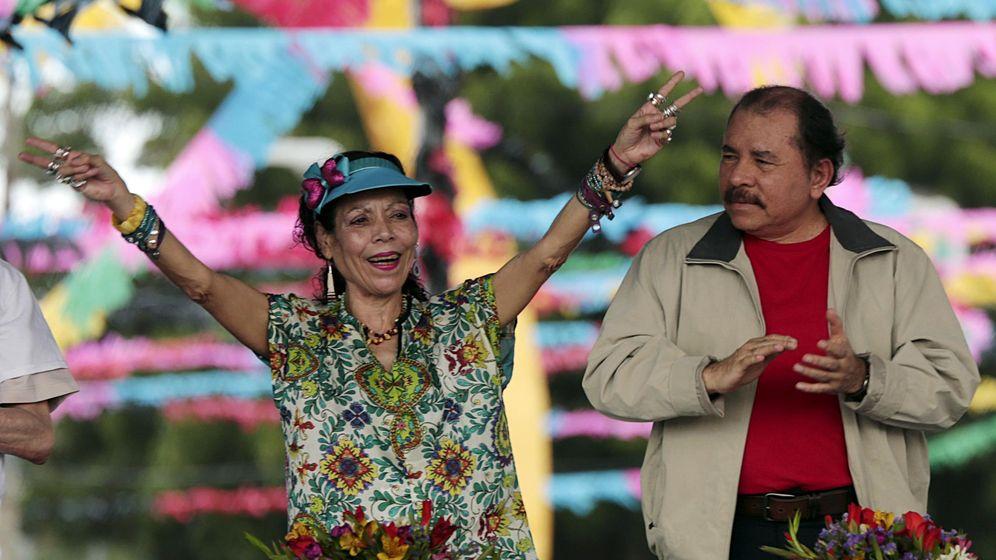 Foto: El presidente de Nicaragua, Daniel Ortega, junto a su mujer y candidata a la Vicepresidencia, Rosario Murillo. (Reuters)
