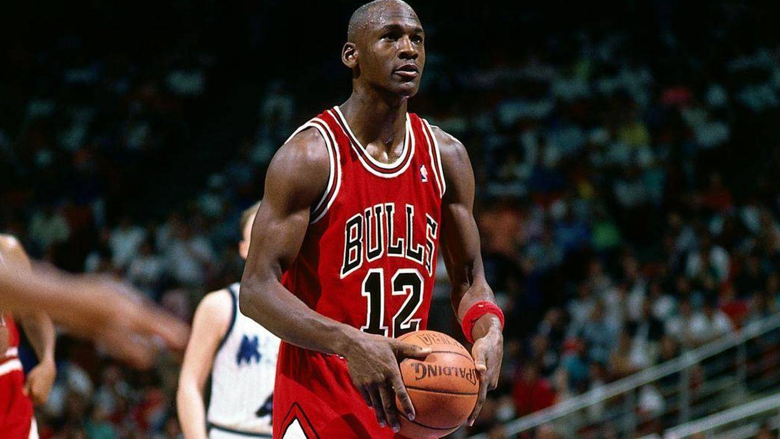 suspensión Contaminado reptiles  El día en que Michael Jordan jugó con el número 12 ¡y anotó 49 puntos!