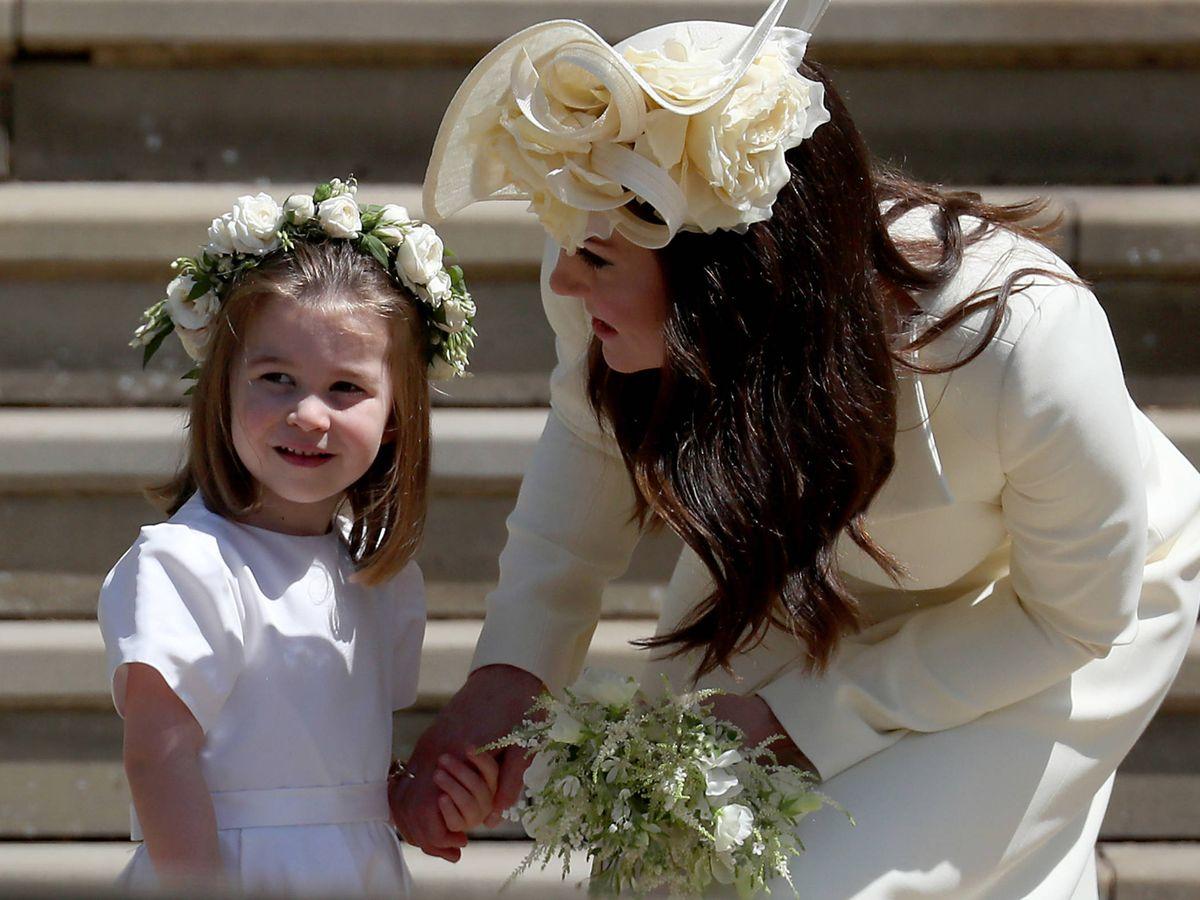 Foto: La princesa Charlotte y Kate Middleton, en la boda de Harry y Meghan. (Getty)