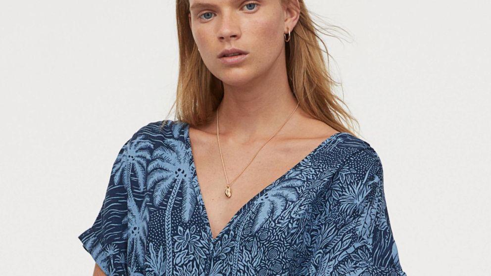 El vestido de H&M pintado a mano cuesta menos de 20€, pero pagaríamos mucho más por él