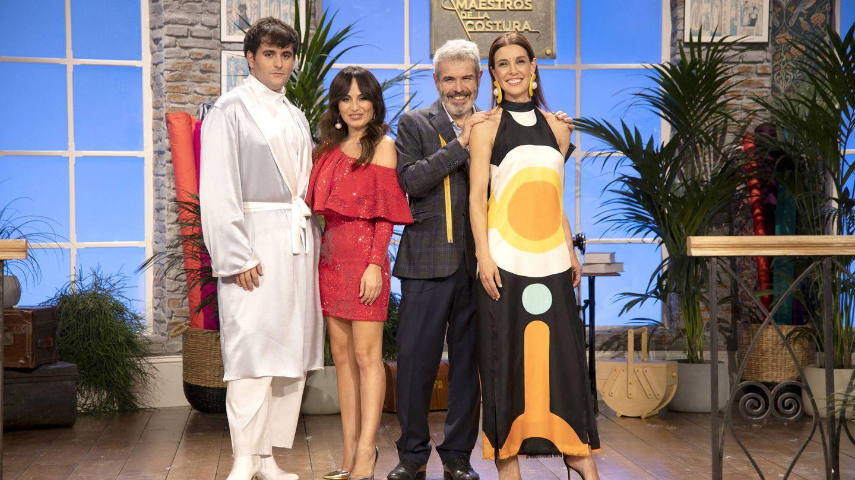 Alejandro G. Palomo, María Escoté y Lorenzo Caprile, junto a Raquel Sánchez Silva. (TVE)