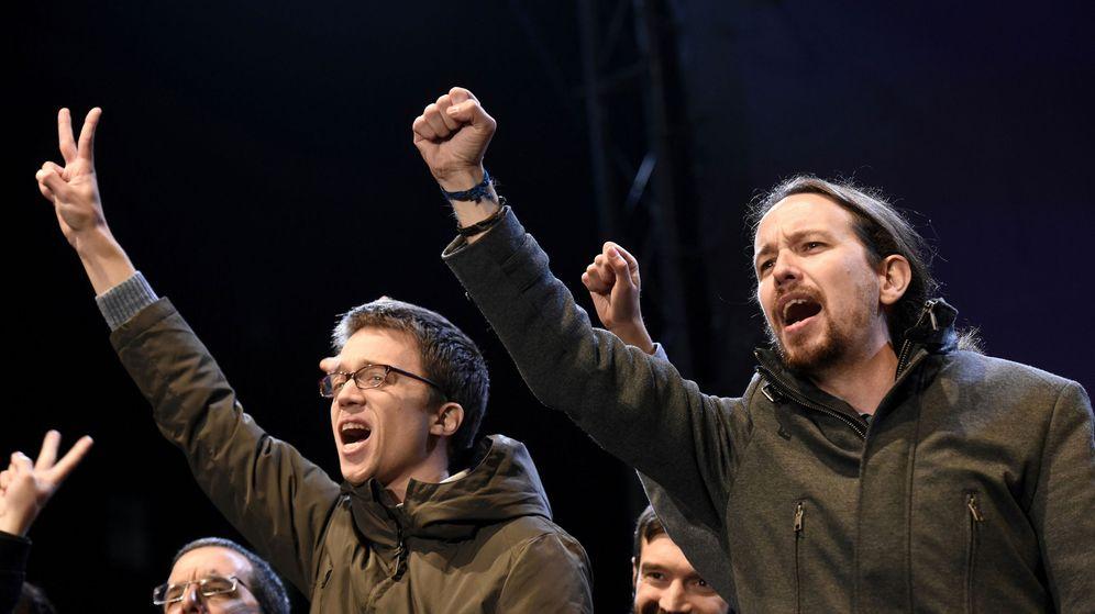 Foto: Pablo Iglesias e Íñigo Errejón, número dos de Podemos, celebran los resultados la noche del 20-D. (EFE)