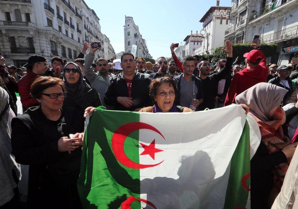 Foto: Manifestación contra la candidatura a un quinto mandato del presidente, Abdelaziz Bouteflika, en la capital de Argelia. (EFE)