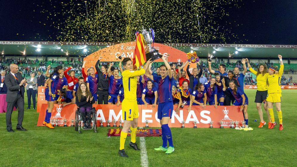 Foto: La Copa de la Reina, levantada con la 'senyera'.