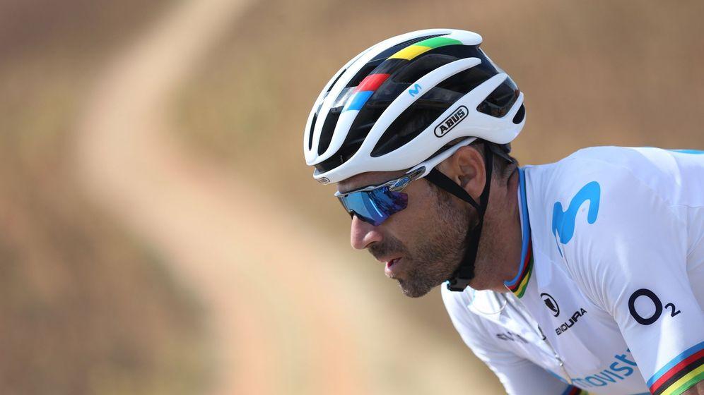 Foto: Alejandro Valverde, con el arcoíris en la pasada edición de la Vuelta a España. (EFE)