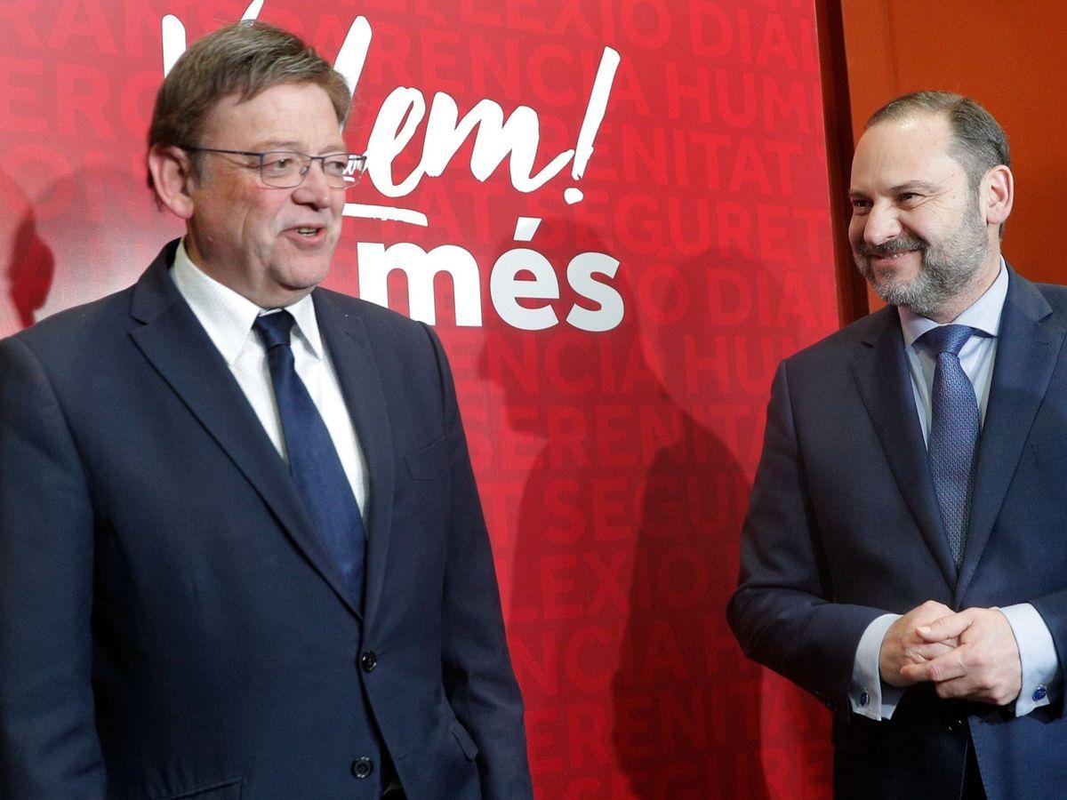 Foto: Ximo Puig y el exministro de Transportes José Luis Ábalos. (EFE)