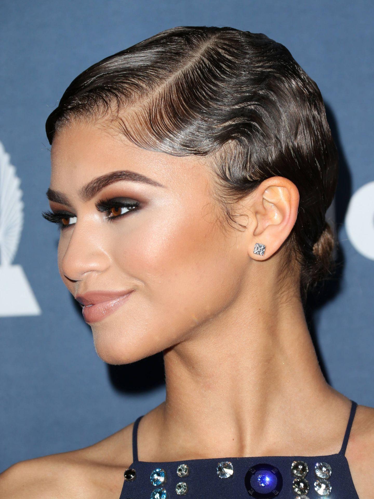 Las finger waves de Zendaya son el perfecto ejemplo de una onda muy marcada y texturizada en un cabello corto. (Getty)