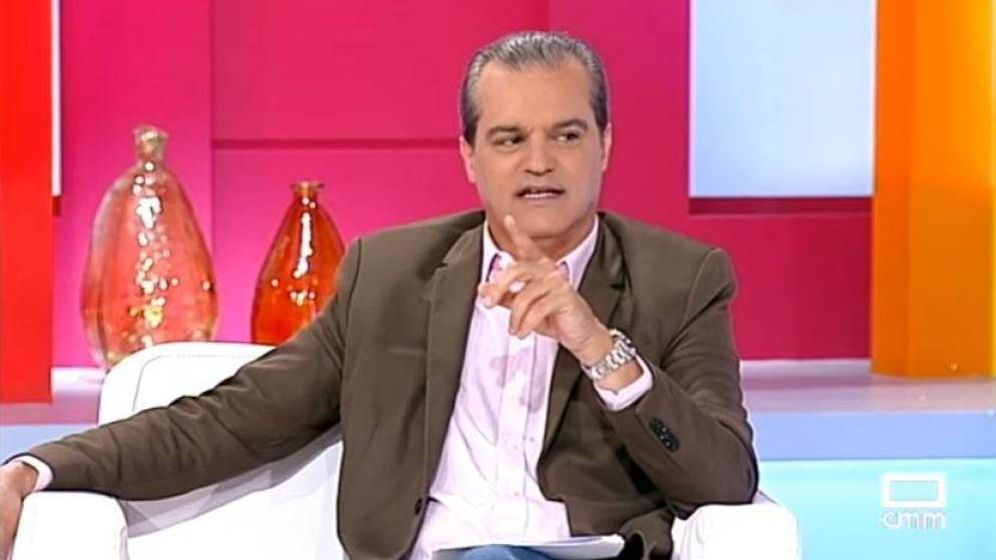 Foto: Un invitado se queda dormido en directo en el programa de Ramón García.