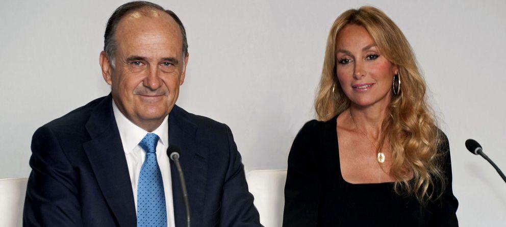 Foto: Fotografía cedida por FCC del vicepresidente de la compañía, Juan Bejar (i), y de la presidenta de la empresa, Esther Alcocer Koplowitz. (EFE)