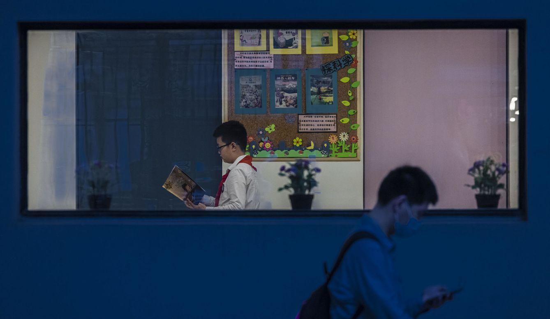 Foto: Jovenes en un colegio en Shanghái. Foto: Efe.