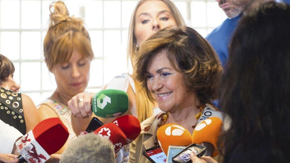 Foto: La vicepresidenta del Gobierno en funciones, Carmen Calvo, contesta a las preguntas de los periodistas.