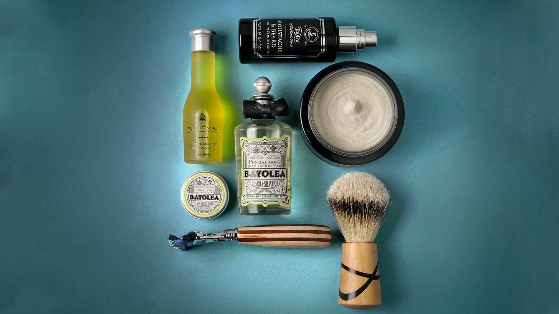 Foto: Aceites de borraja, crema de afeitado, brochas de tejón... todo cuenta para un afeitado perfecto. / ROBERTO SORRENTINO