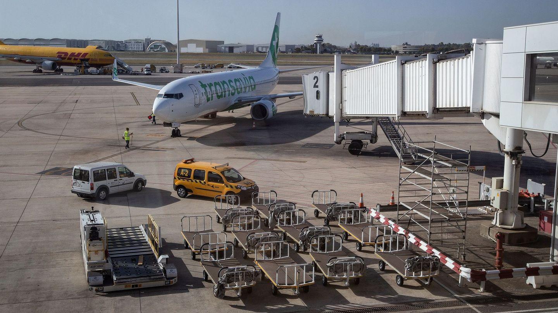 Una de las pistas del aeropuerto de San Pablo en Sevilla (EFE)