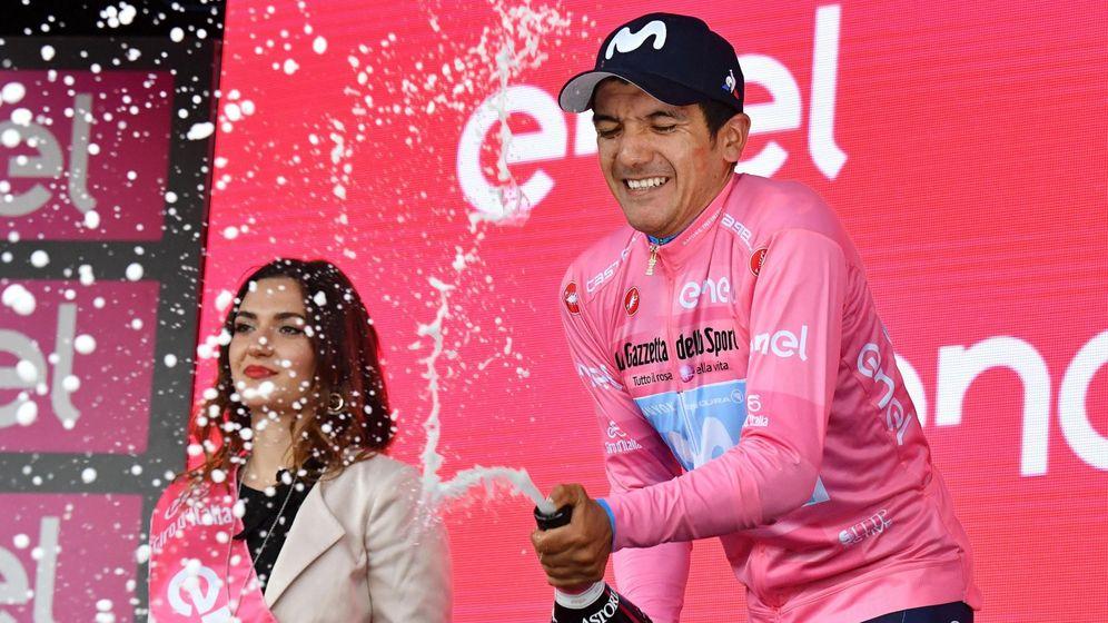 Foto: Carapaz, más cerca de mantener la maglia rosa de líder en Verona. (EFE)