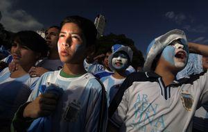Perder la casa o pedalear hasta Río: las locuras para ir al Mundial