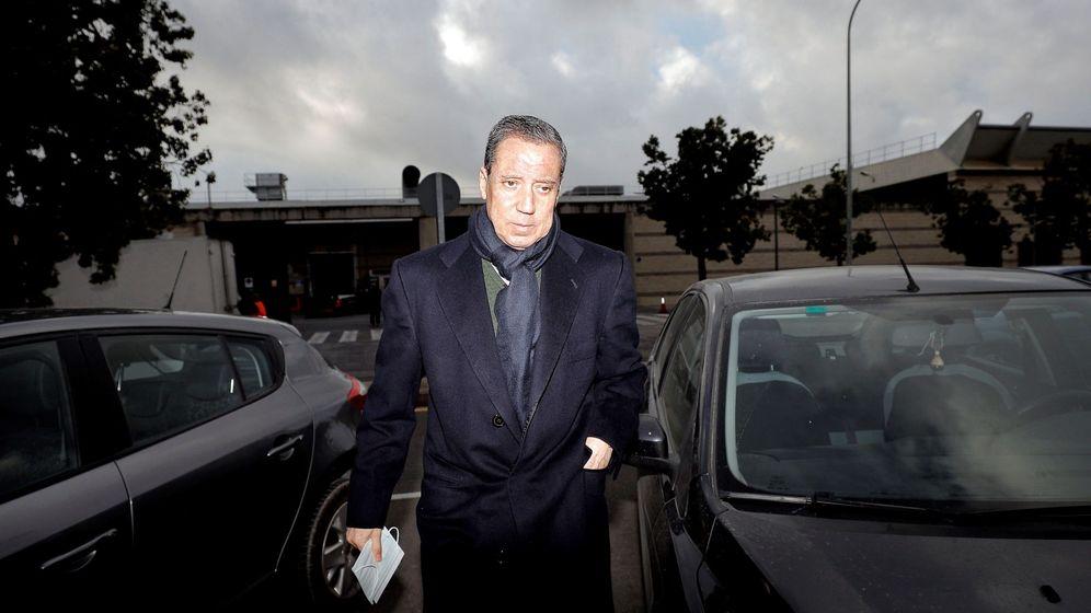 Foto: El expresidente de la Generalitat Eduardo Zaplana a su llegada a la oficina de presentaciones del juzgado de guardia de Valéncia. (EFE)