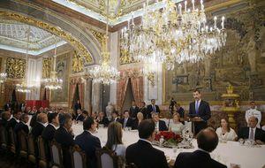 Felipe VI reúne por primera vez a empresarios y gente de la calle