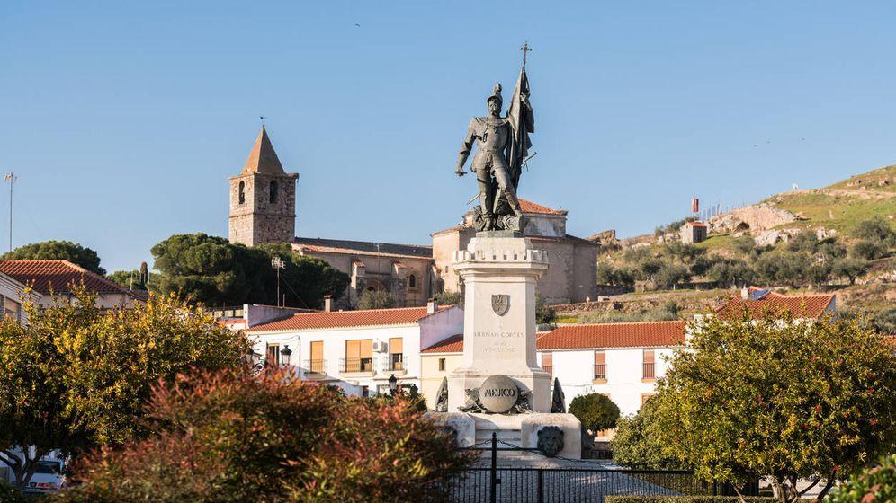 Foto: Estatua de Hernán Cortés en Medellín (Extremadura). (iStock)