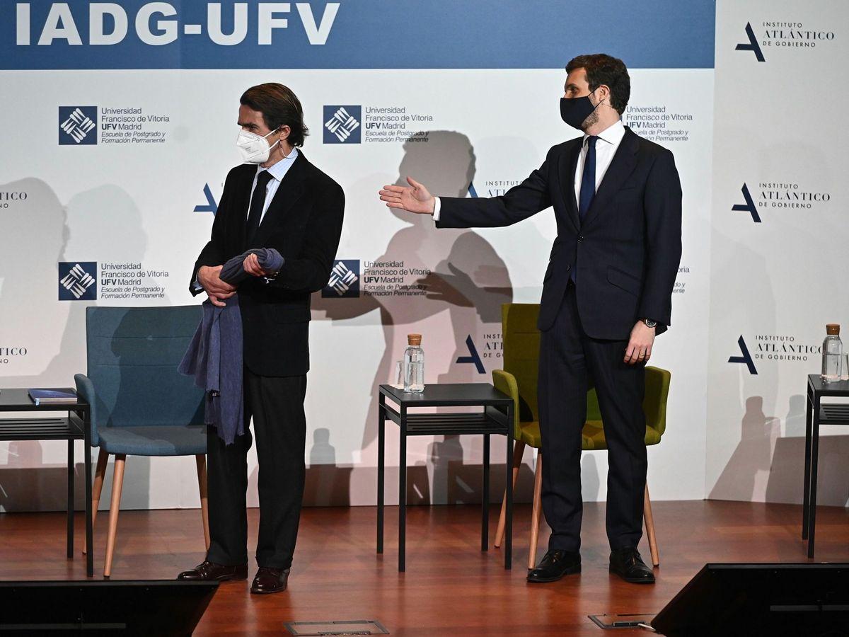 Foto: José María Aznar y Pablo Casado, en el acto de este martes. (EFE)