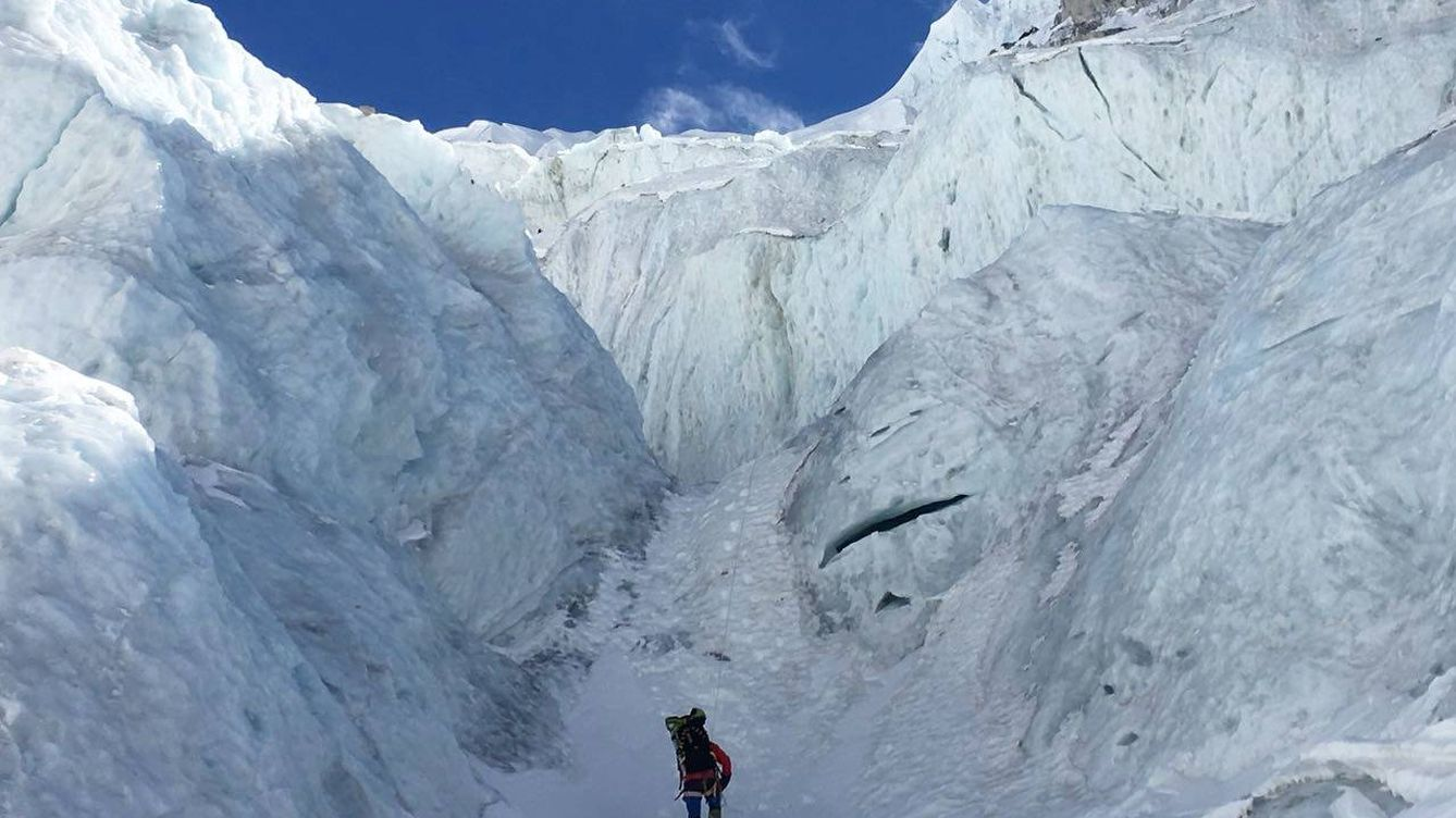 Foto: Txikon, en plena ascensión al Everest