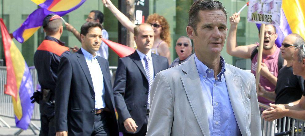 Foto: Iñaki Urdangarin abandona los juzgados (Efe)