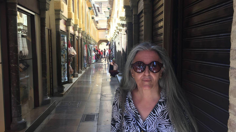 Ocón, en una callejuela de Granada. (A. V.)