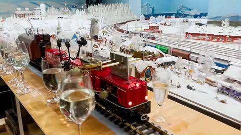 Un tren de juguete bate el récord de la canción más larga con copas de agua