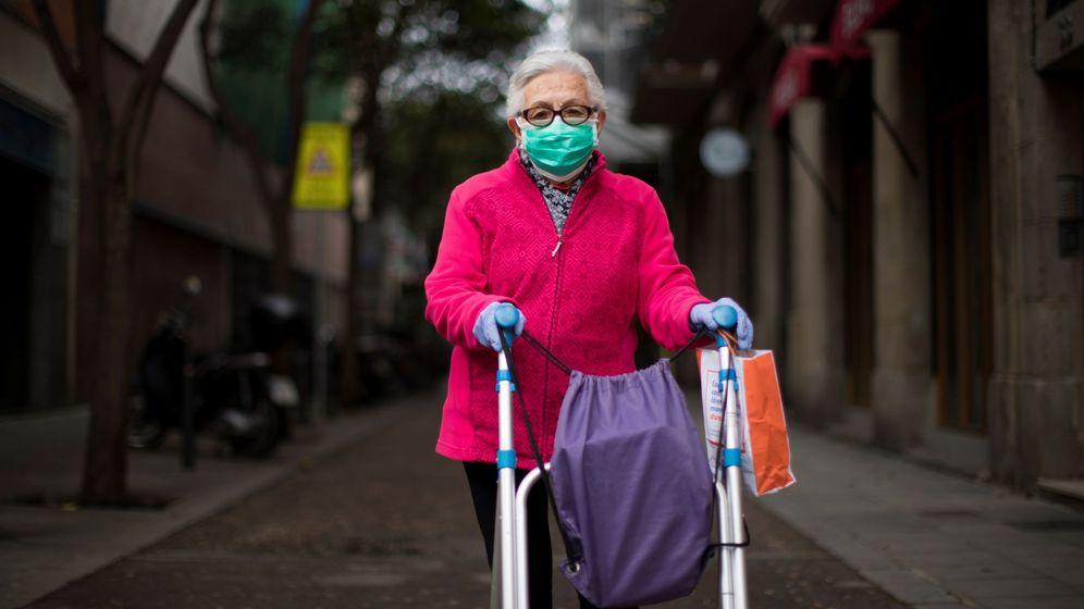 Foto: Jubilada de Barcelona, durante la pandemia. (EFE)