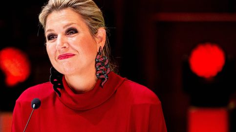 Máxima de Holanda, una caperucita roja de Massimo Dutti con sorprendentes pendientes