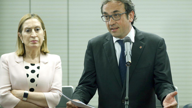 La ministra de Fomento en funciones, Ana Pastor, y el conseller de Territorio y Sostenibilidad, Josep Rull. (EFE)