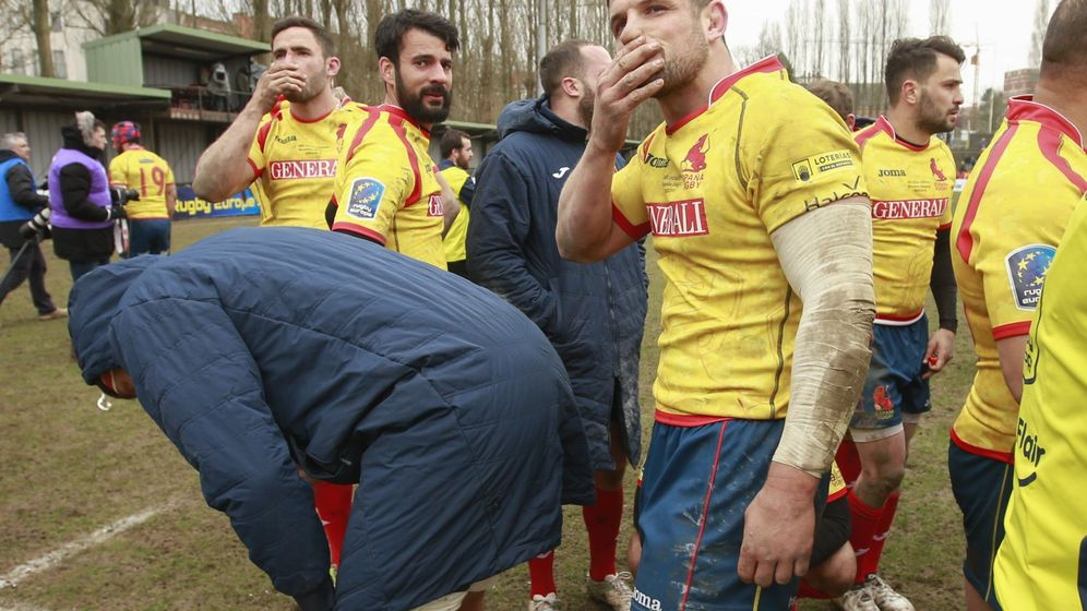 Foto: El equipo español se lamenta tras la derrota. (EFE)