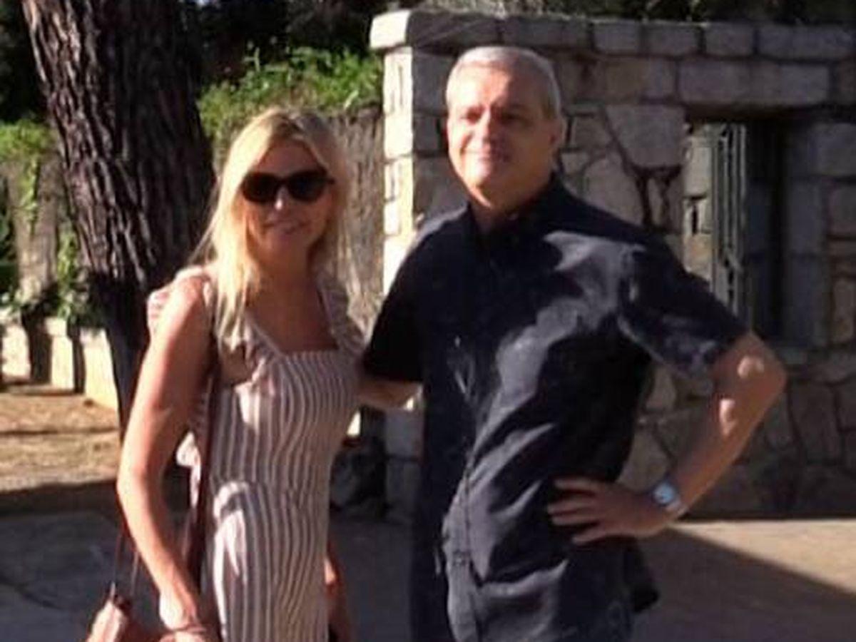 Foto:  Ramón García y Patricia Cerezo supervisan la mudanza tras anunciar su divorcio. (Gtres)