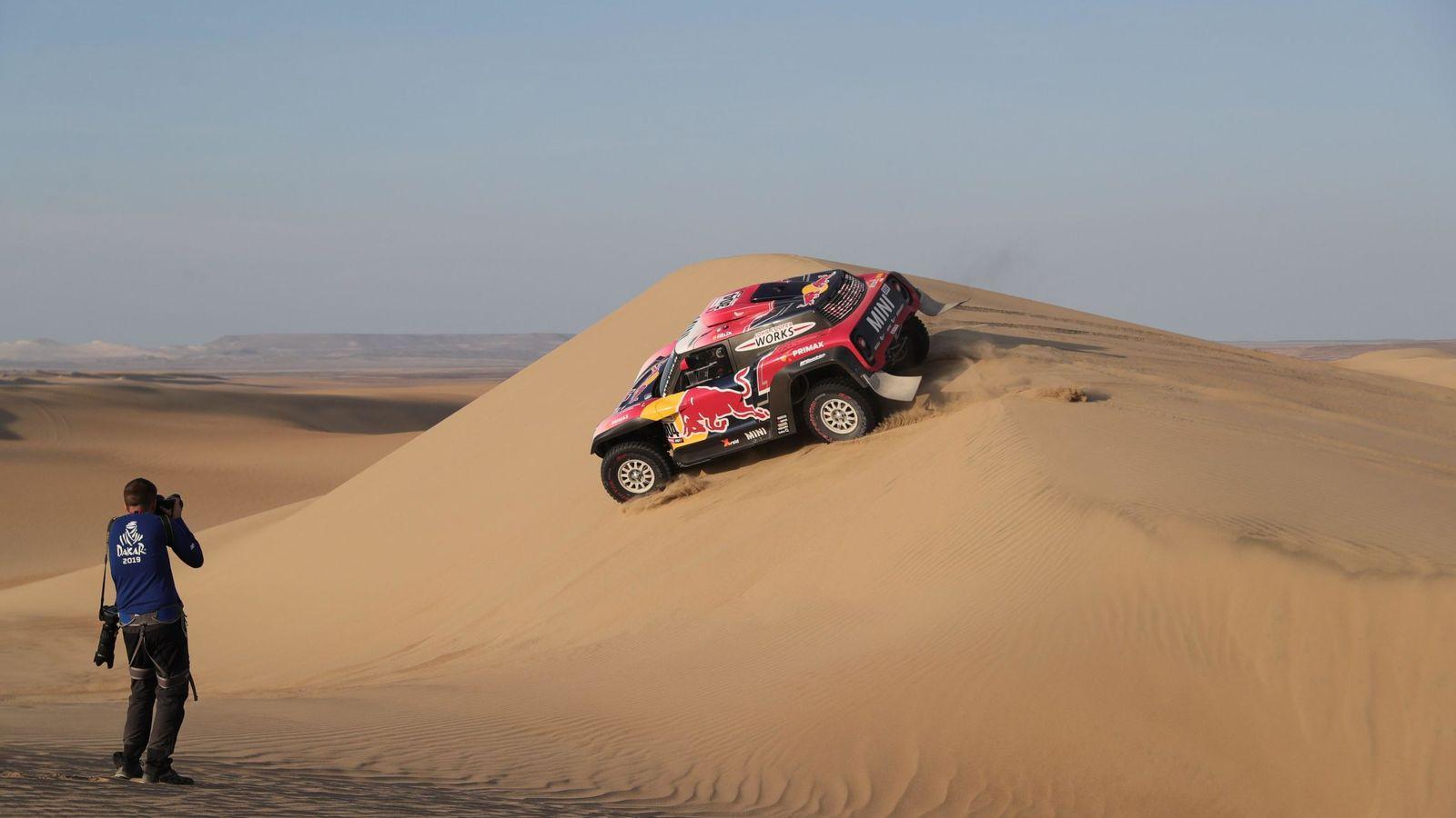 Foto: Peterhansel durante la segunda etapa del Dakar. (EFE)