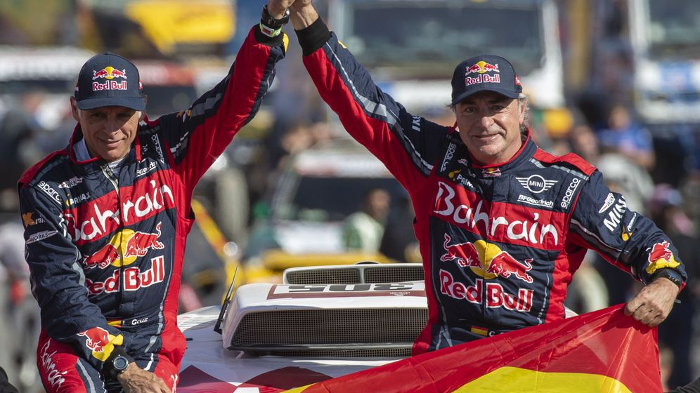 Foto: Lucas Cruz ha ganado con Carlos Sainz los tres dakares del piloto español. (EFE)