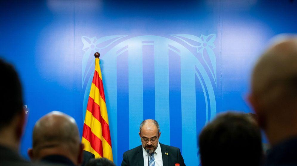 Foto: El conseller de Interior, Miquel Buch, en su comparecencia. (EFE)