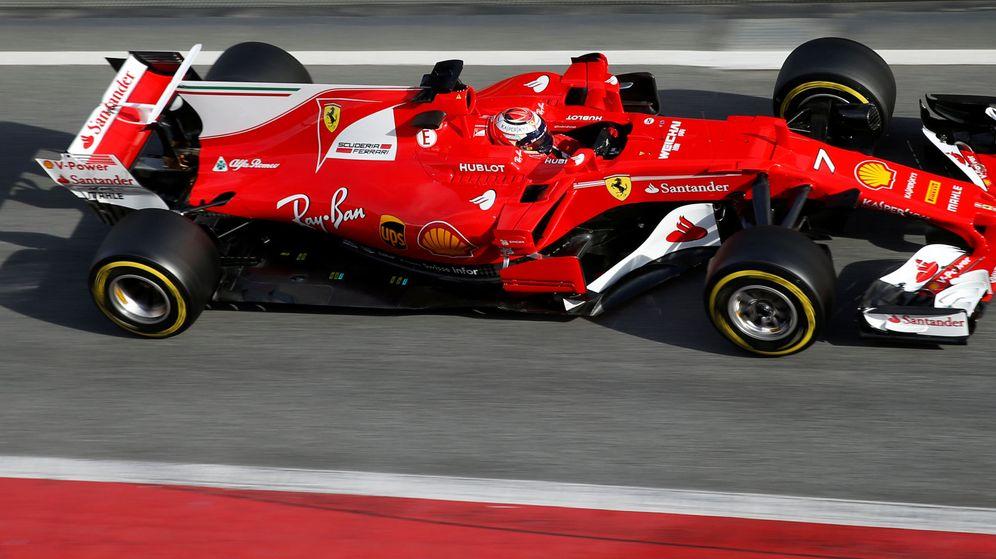 Foto: Raikkonen y su Ferrari, este martes en Barcelona.