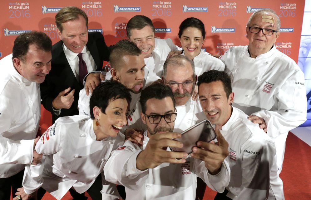Foto: Los chefs españoles con tres estrellas, en la presentación de la 'Guía Michelin' de 2015. (EFE)