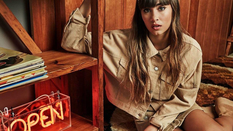 Aitana, en una imagen de la campaña de Stradivarius de invierno. (Cortesía de la marca)