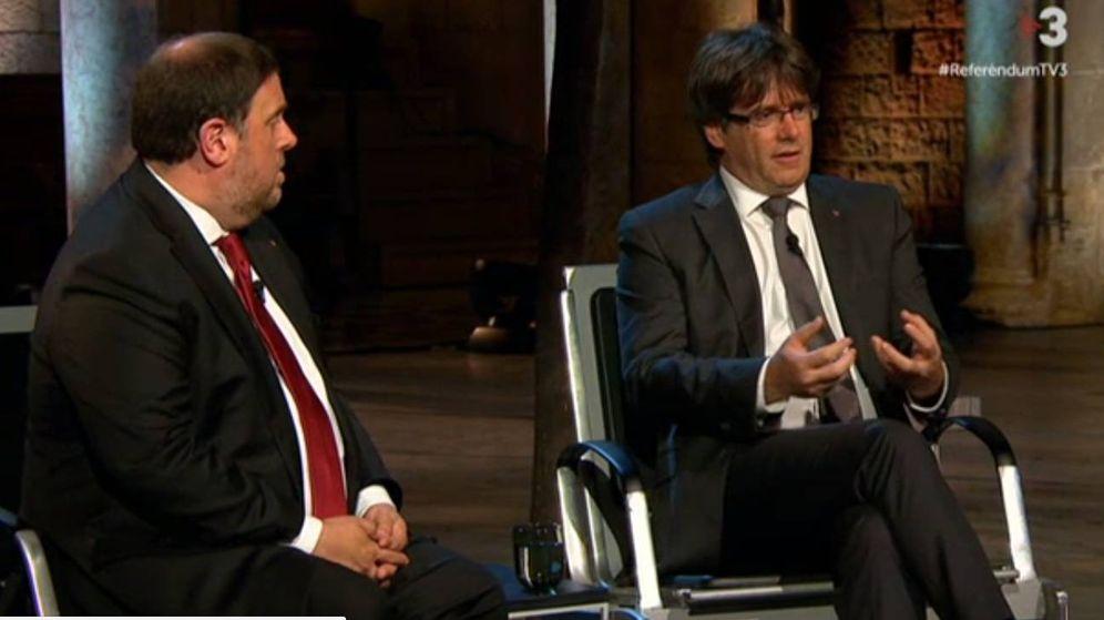 Foto: Un momento de la entrevista de Oriol Junqueras y Carles Puigdemont en TV3.
