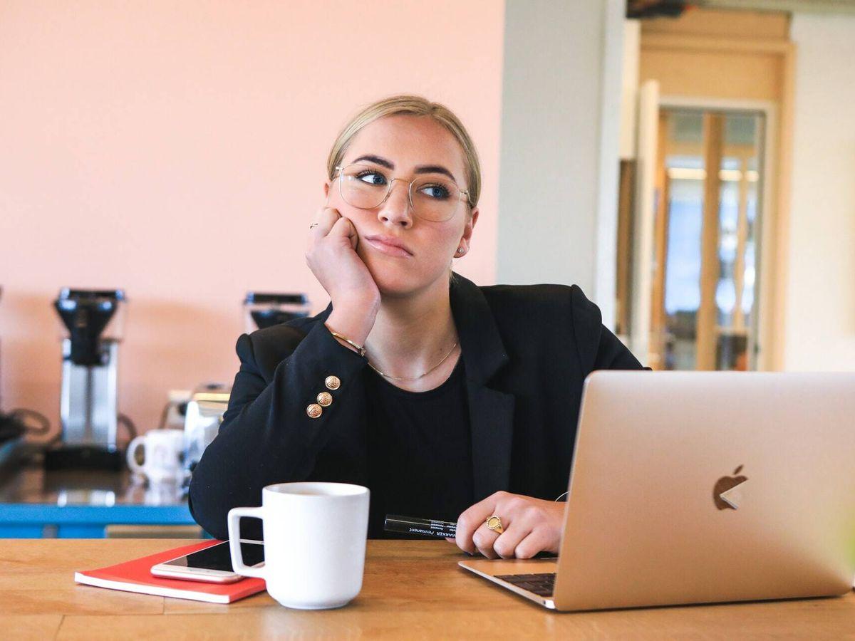 Foto: Probablemente algunas personas se sientan estancadas en su trabajo (Unsplash)