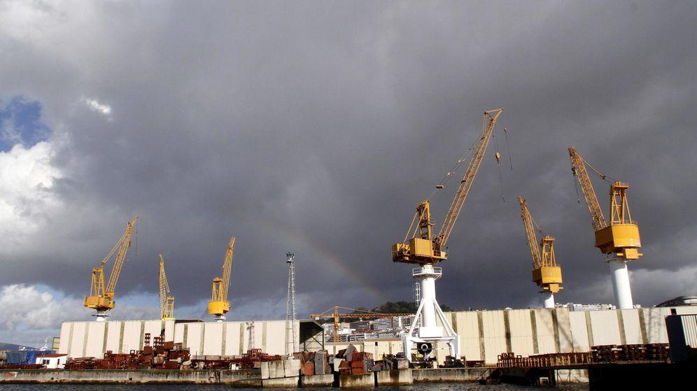 Foto: Vista general del astillero de Barreras en Vigo, donde se construye uno de los 'floteles'. (EFE)