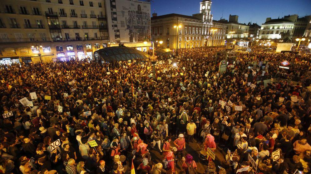 Foto: Participantes en la marcha Rodea el Congreso en la Puerta del Sol. (EFE)