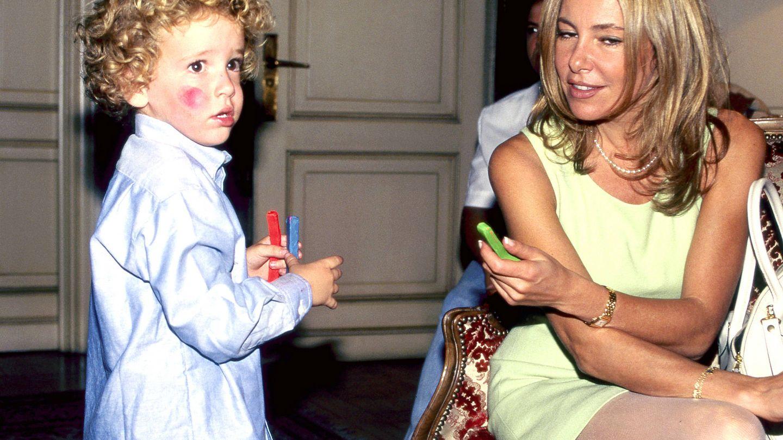 Ana Obregón y Alex, en una imagen de 1996. (Getty)