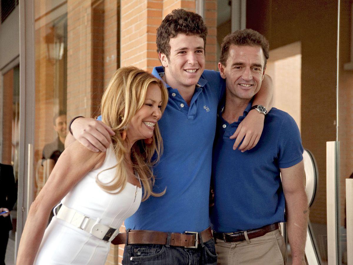 Foto: Alessandro Lecquio y Ana García Obregón con su hijo Álex. (Gtres)