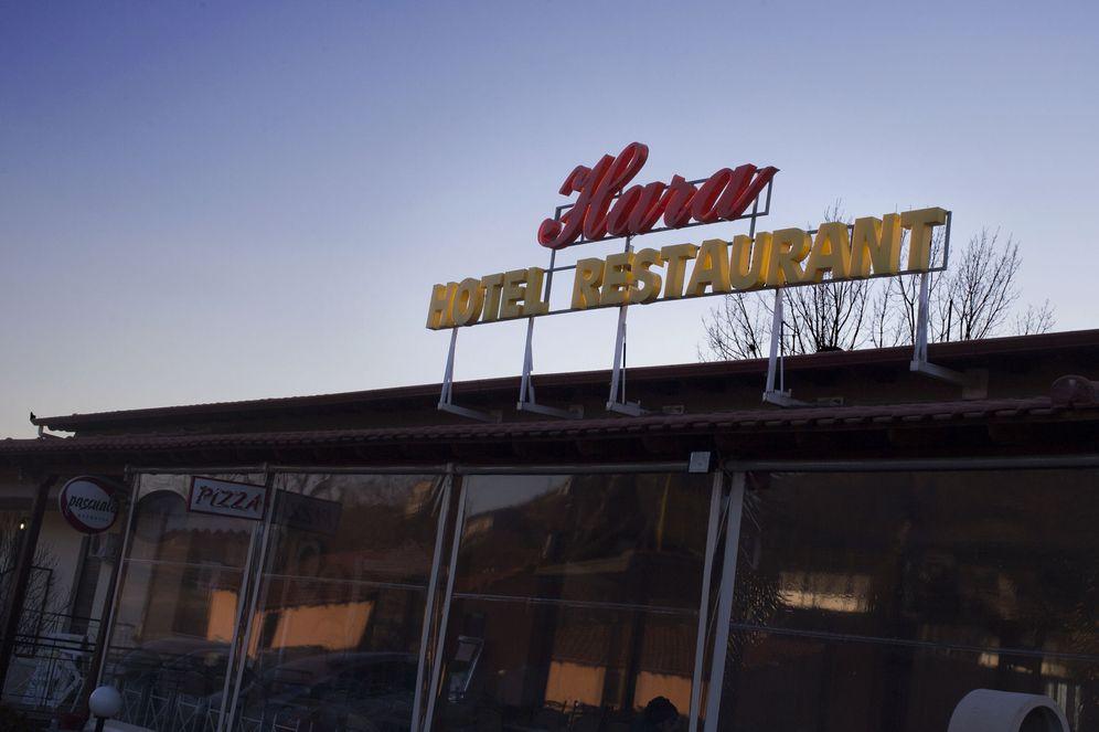 Foto: Imagen del Hotel Hara, ubicado en Idomeni, a tres kilómetros de la frontera entre Grecia y Macedonia. (Foto: David González)