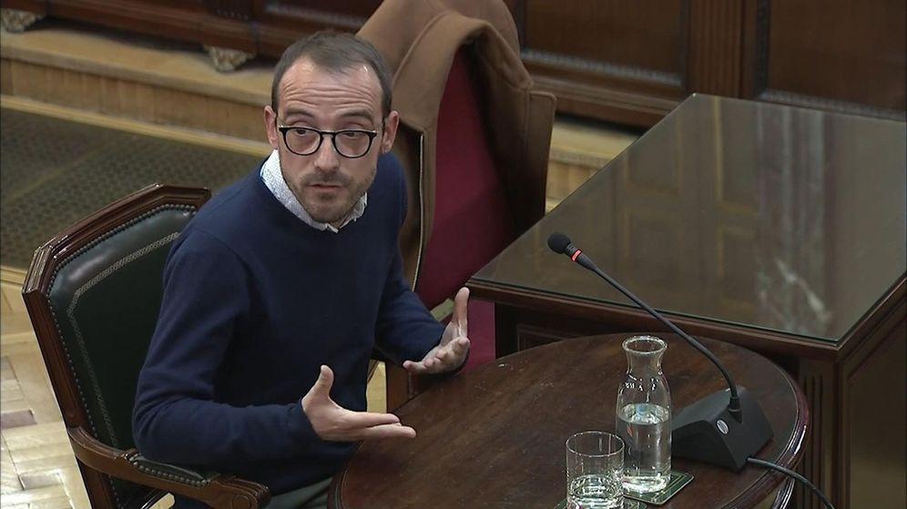 Foto: Captura de la señal del Tribunal Supremo, durante la declaración de Jaume Mestre, responsable de Difusión Institucional de la Generalitat. (EFE)